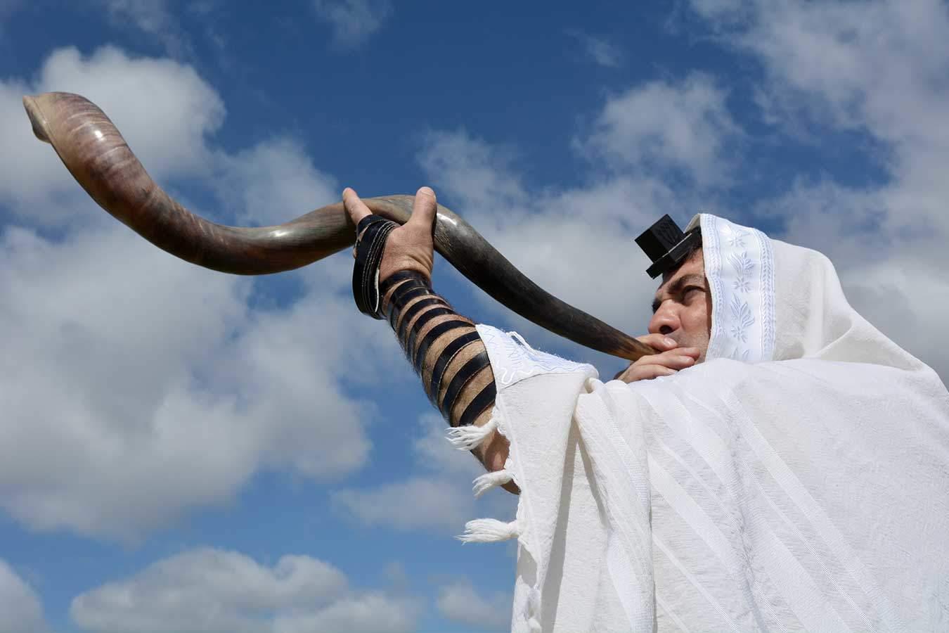 Blowing the Shofar (Image: Bigstock)