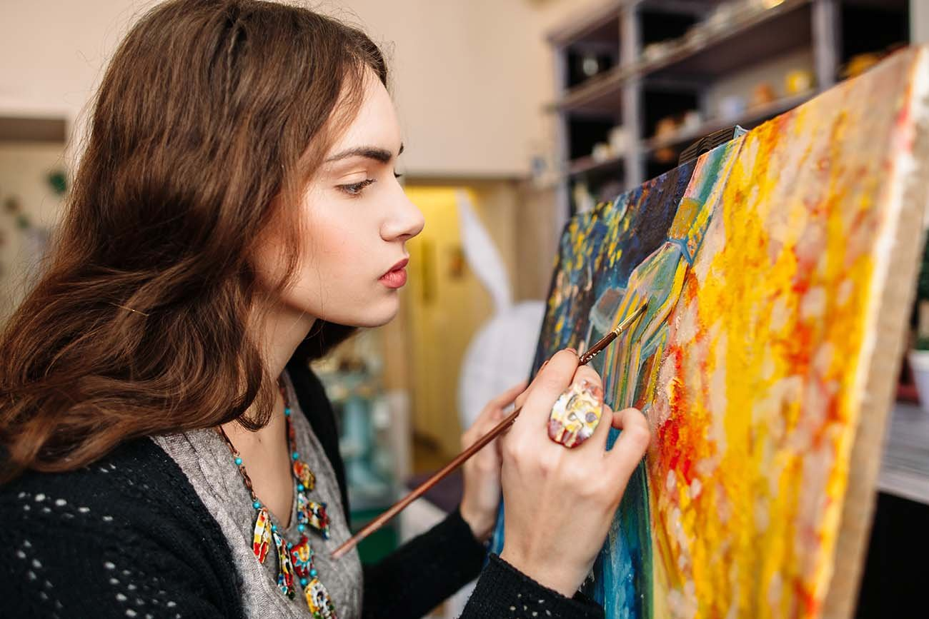 Painter in studio. (© Bigstock)